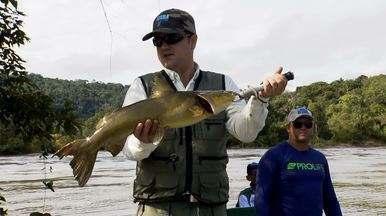 Piraíba, jaú e pirarara se destacam na pescaria do rio Teles Pires (Bloco 03) - Em um dos grandes rios do Brasil, pesca de gigantes desafia equipe do Terra da Gente.