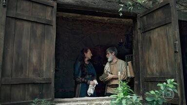 Constância e Martinho discutem por causa de Amália - Ele teme que Amália fique falada na cidade