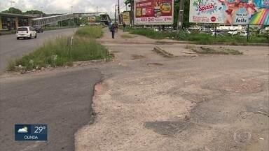Buracos atormentam moradores de comunidade em Paulista, no Grande Recife - Carteras estão por toda parte na localidade de Fazendinha