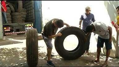 Dois são presos suspeitos de fazer parte de quadrilha que rouba pneus de caminhões - Dois são presos suspeitos de fazer parte de quadrilha que rouba pneus de caminhões