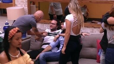 Ayrton conversa com Diego após indicá-lo ao Paredão - Ayrton se justifica com Diego