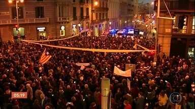Presença do Rei Felipe VI em Barcelona gera manifestações sobre independência da Catalunha - A polícia chegou a entrar em confronto com os manifestantes que protestavam contra o rei, que foi a Barcelona participar de um evento de tecnologia.