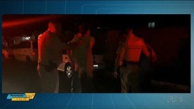Policial de folga prende ladrões de carros em Londrina - Militar desconfiou de veículo que passava com frequência por pizzaria onde estava