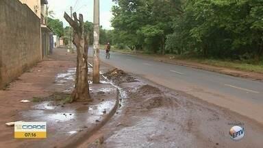 Moradores cobram limpeza de bueiros no Planalto Verde em Ribeirão Preto - Prefeitura informou que enviará equipe ao bairro para avaliar os locais.