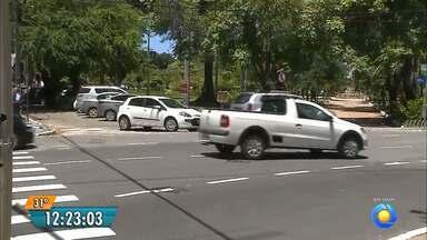 Semáforo de João Pessoa confunde motoristas - O semáforo fica na Avenida Pedro II.