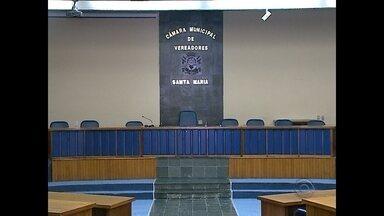 Denúncia feita por vereador pode virar CPI - Vereador gravou vídeo que mostra quatro máquinas da prefeitura que estariam numa propriedade particular.