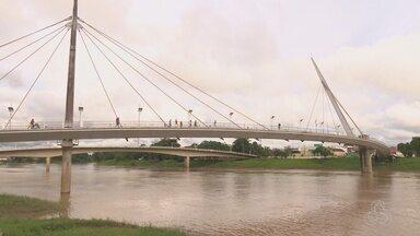 Bandidos roubam fiação elétrica e deixam passarela sem iluminação em Rio Branco - Assaltos aumentaram na área durante à noite.