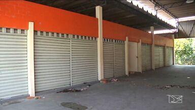 Mercado da Cohab em Caxias continua de portas fechadas - Construído há mais de três décadas, o mercado foi reformado há quase um ano, mas está sem uso e precisando de manutenção.