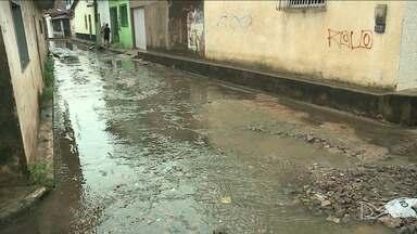 Falta de drenagem e vazamentos causam transtornos à moradores de São Luís - Moradores do bairro Redenção afirmam que já recorreram a Prefeitura e à Caema, mas nenhuma providência foi tomada.