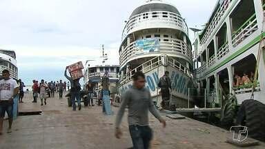 Chuvas causam mais problemas para quem usufrui o porto improvisado na praça Tiradentes - A falta de estrutura e segurança do local são algumas das questões.