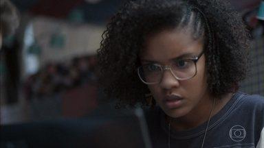 Ellen procura um antigo hacker para tirar a notícia do ar - A menina se preocupa ao ver a divulgação de uma notícia que pode denegrir sua reputação e a de Dóris. Jota tenta ajudar Ellen