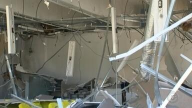 Grupo explode banco e deixa moradores sem energia após atirar em transformador - Uma agência do Banco do Brasil, em Pilar do Sul (SP), ficou destruída após uma explosão na madrugada desta quarta-feira (28).