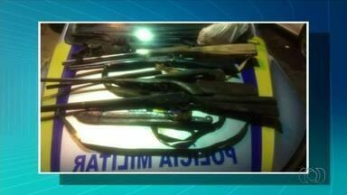 Homem é preso após polícia encontrar várias armas na casa dele, em Araguaína - Homem é preso após polícia encontrar várias armas na casa dele, em Araguaína