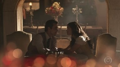 Vicente encontra Maria Vitória pensativa - Ela diz que deseja muito a felicidade de Inácio
