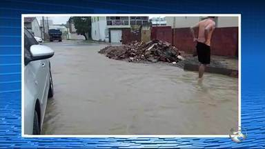 Ruas ficam alagadas após chuvas fortes em Arcoverde - Garanhuns registra alto volume de chuvas em 12 horas.
