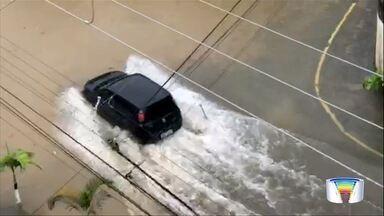 Chuva volta a causar estragos na região - Ubatuba, Arapeí e Jacareí estão entre cidades afetadas.