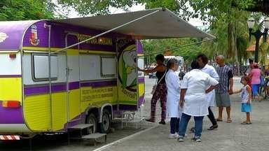 Dia D contra a febre amarela teve vacinação em praça de Araruama, no RJ - Dia D foi realizado neste sábado (3).