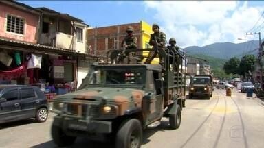 Exército faz primeira ação sem apoio de polícias no RJ desde intervenção - Operação foi na Vila Kennedy, umas das comunidades mais violentas na Zona Oeste. Não houve confronto e rotina da comunidade não foi alterada.
