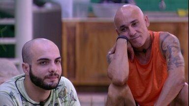 Mahmoud critica atitudes de Caruso - Mahmoud critica atitudes de Caruso