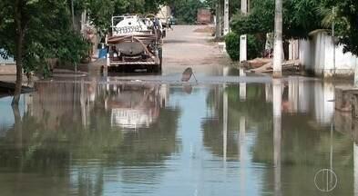 Chuva causa transtornos no bairro Travessão em Campos, RJ - Assista a seguir.
