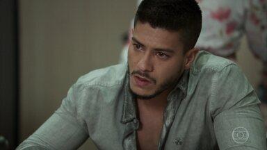 Diego e Melissa se emocionam ao assinar divórcio - Cercados dos familiares, os dois oficializam a separação