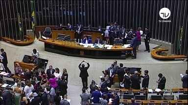 Congresso aprova série de leis para punir a violência contra as mulheres - Os parlamentares aumentaram a pena para quem cometer o crime de estupro coletivo e fizeram a tipificação do crime de importunação sexual.