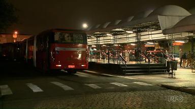 Sargento do Corpo de Bombeiros leva ônibus de terminal de Curitiba - Ele circulou por uma hora com o veículo pelas ruas de um bairro da cidade