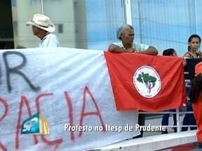 Trabalhadores rurais realizam protesto no Itesp - Ato foi em Presidente Prudente.