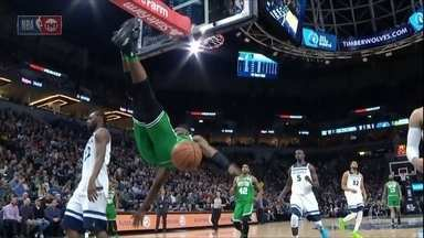 Ai! Essa doeu! Jogador da NBA leva tombo preocupante - Ai! Essa doeu! Jogador da NBA leva tombo preocupante