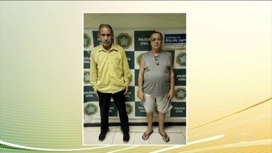 Duas pessoas são presas depois de tentar queimar morador de rua em Copacabana (RJ) - As imagens foram registradas pela câmera de segurança de um prédio. Um dos homens jogou gasolina e riscou o fósforo. O morador de rua se levantou, foi agredido, mas conseguiu escapar.