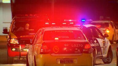 Sargento rouba ônibus biarticulado em Curitiba - Ele esperou o motorista sair do ônibus para entrar com um cachorro e um pedaço de madeira e, então, saiu dirigindo.