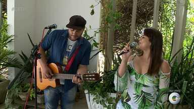 Casal de cantores se apresenta com músicas românticas em Petrolina - Eles são unidos pelo amor e pelo gosto musical!
