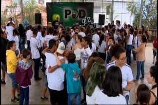 Banda de professores abre a primeira edição do Intervalo Cultural em Divinópolis - A Escola Estadual de Melo Viana Sobrinho recebeu a Banda ''POD Giz''. Outras dez também terão acesso ao projeto este ano.