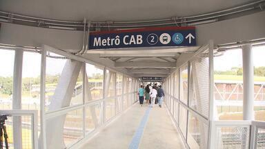 Passarela da estação do CAB, na Avenida Paralela é entregue para a população - Novo equipamento tem rampas de acessibilidade, escadas fixas e rolantes, além de monitoramento com câmeras de segurança.