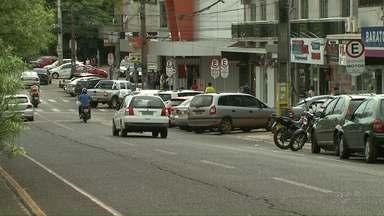 Onda de violência assusta moradores da região da Vila A. - Um suspeito em fuga bateu em vários veículos no bairro.