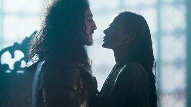 Catarina comemora o sucesso de seu plano com Rodolfo - A princesa diz ao aliado que Augusto não poderá ficar livre por saber demais