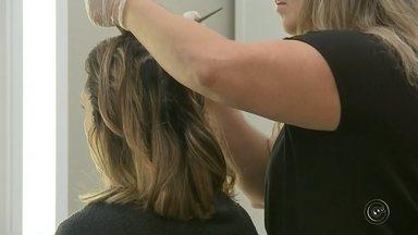 Confira o que é necessário fazer para manter o cabelo saudável - Diz o ditado que o cabelo é a moldura do rosto. Não importa o tipo, ele merece ser tratado de uma maneira bem especial. A TV TEM preparou uma reportagem pra mostrar o que devemos fazer pra ter e manter nosso cabelo sempre saudável.