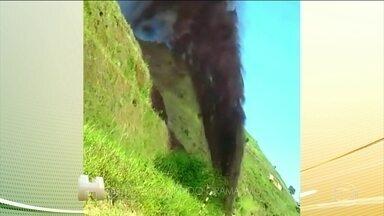 MPF abre inquérito para investigar o vazamento de polpa de minério em Minas Gerais. - Os moradores de Santo Antônio do Grama estão sem água desde ontem por causa do vazamento.