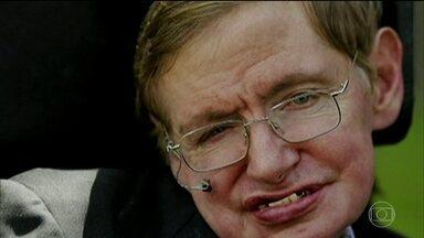 Morre aos 76 anos o físico britânico Stephen Hawking - O cientista fez descobertas que mudaram a maneira como olhamos para o universo. Famoso por suas pesquisas sobre buracos negros e relatividade, ele popularizou a física para milhões de pessoas.