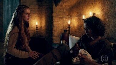 Levi não reage bem à ideia de ir embora com Emídio - O menino confirma que Emídio é seu tio, mas revela que Samara não se dava bem com o irmão. Ele diz que gostaria de ficar em Montemor ao lado de Afonso e Amália e acusa o casal de querer se livrar dele
