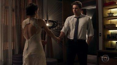 Clara pede que Patrick não a deixe - Ela agradece a Gael pela ajuda com Renato