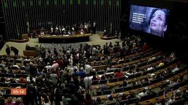 Assassinatos de Marielle Franco e Anderson Gomes repercutem nos Três Poderes - Integrantes do Executivo, do Legislativo e do Judiciário fizeram homenagens e defenderam uma investigação rápida.
