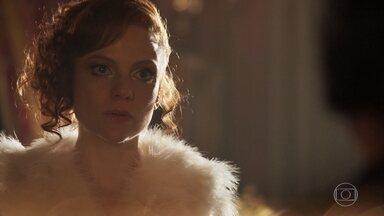 Gilberte sofre com decisão de Lucerne - A dona da Maison Doreé está pronta para voltar para Botucatú e realizar seu sonho