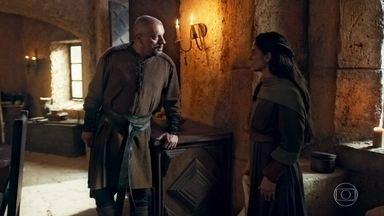 Romero se revolta ao saber que Ulisses vai trabalhar na cozinha - O treinador da academia diz a Betânia que sua reputação ficará abalada quando as pessoas souberem que seu filho virou um cozinheiro do castelo