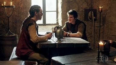 Ulisses e Saulo decidem morar juntos - O filho de Romero conta que foi expulso de casa e os dois decidem alugar um quarto na taverna