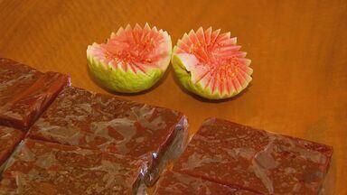 Veja os tipos de cultivo e as diversas formas de consumir a goiaba - Fruta pode ser comida com queijo, com leite e na tradicional goiabada.
