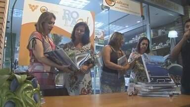 Livro do Rota do Sol é lançado em shopping de Bertioga, SP - Jornalista Rosana Valle participa de noite de autógrafos.