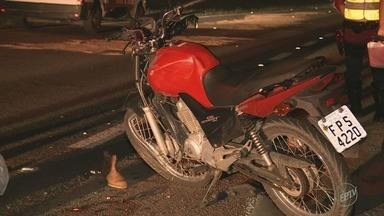 Motociclista morre em acidente na Rodovia Santos Dumont, em Indaiatuba - Segundo relatos de testemunhas para Polícia Rodoviária, o motorista fugiu e o motociclista foi atropelado por outros carros que passavam pela rodovia.