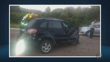 Homem morre em acidente envolvendo três carros na BR-265, em Boa Esperança (MG) - Homem morre em acidente envolvendo três carros na BR-265, em Boa Esperança (MG)