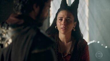 Lucrécia diz a Cássio que Catarina está manipulando Rodolfo - Ela pede que o conselheiro fique de olho em Catarina e diz que foi vítima de uma armação da princesa